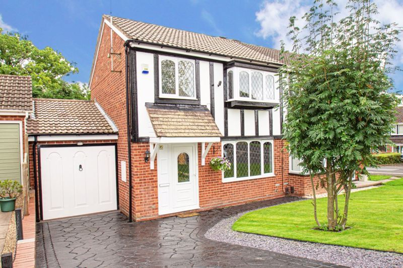 3 bed house for sale in Redstone Close 1