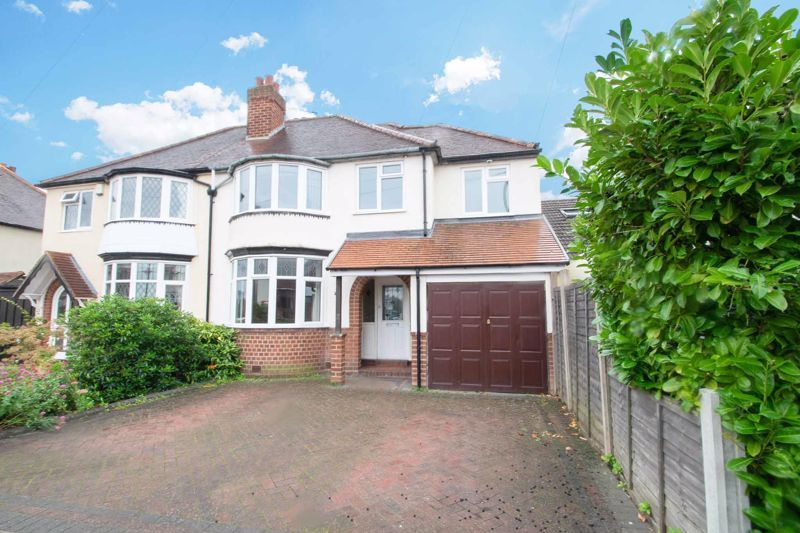 4 bed house for sale in Parkfield Road 1
