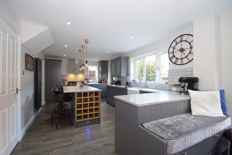 4 bed house for sale in Foxholes Lane 3
