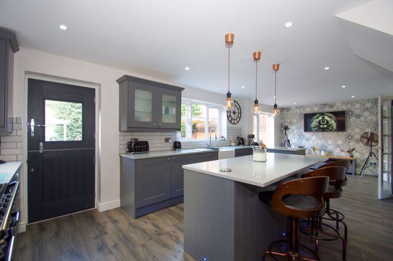 4 bed house for sale in Foxholes Lane 6