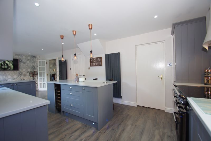 4 bed house for sale in Foxholes Lane 7
