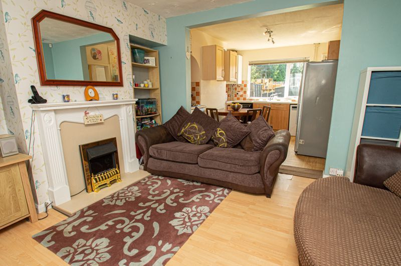 3 bed house for sale in Highfield Crescent 2