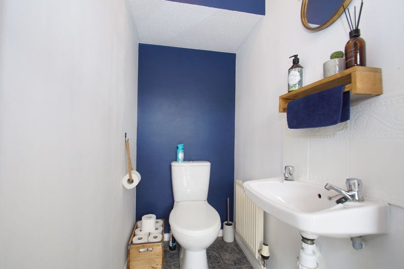 3 bed house for sale in Harris Close 5