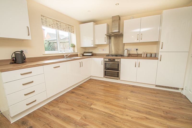 4 bed house for sale in Hatton Close 4