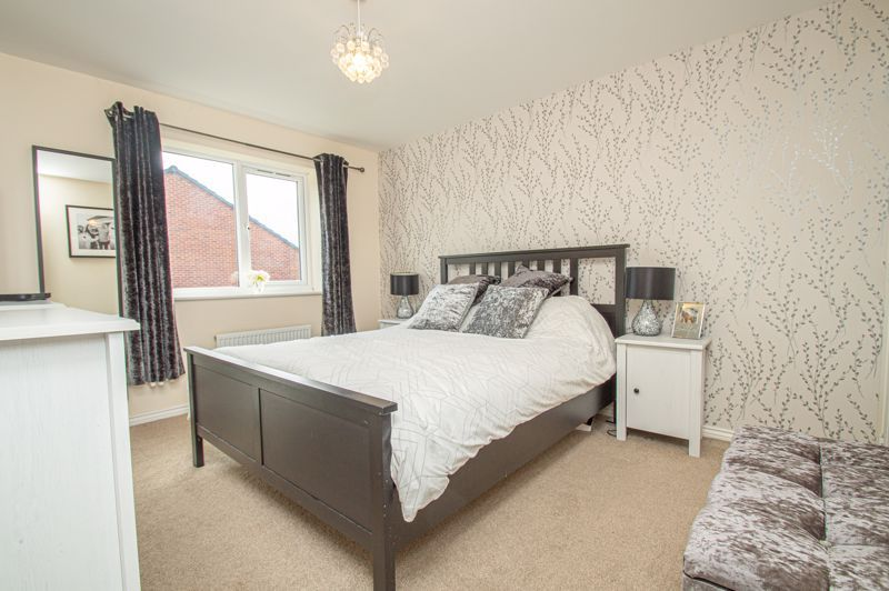 4 bed house for sale in Hatton Close 6