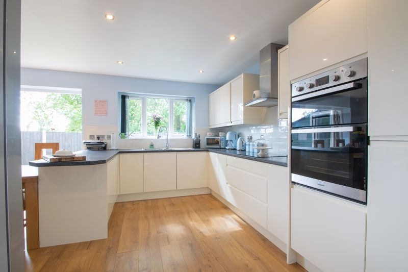 3 bed house for sale in Hagley Road 4