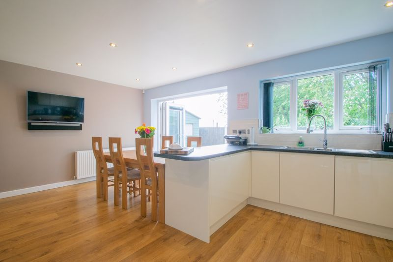 3 bed house for sale in Hagley Road 5