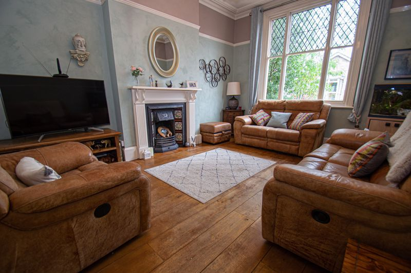 4 bed house for sale in Parkfield Road  - Property Image 2