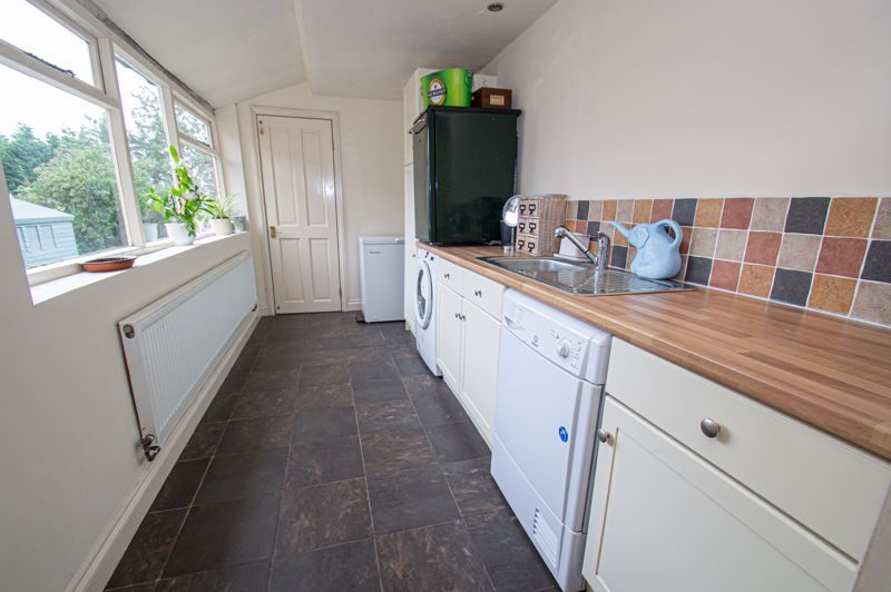 4 bed house for sale in Parkfield Road  - Property Image 6
