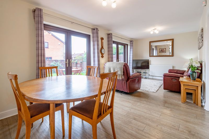 4 bed house for sale in Meadowvale Road  - Property Image 2