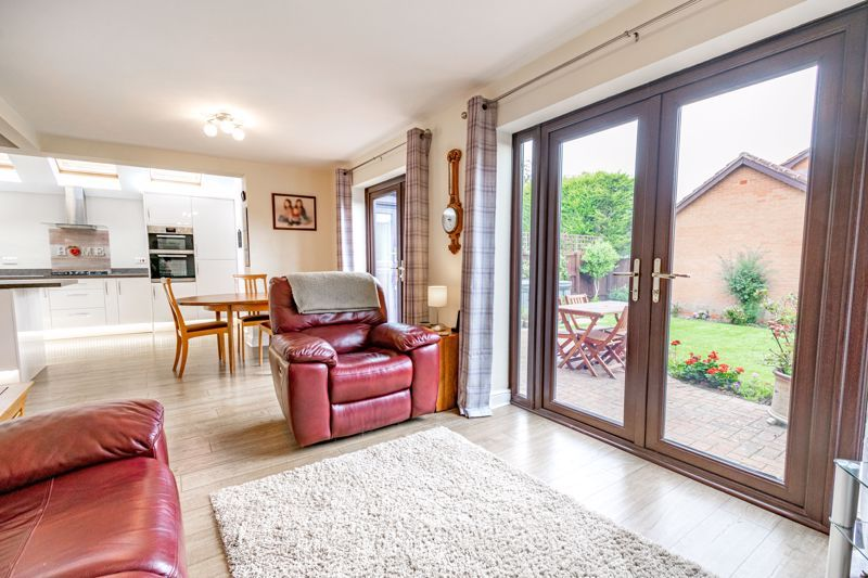 4 bed house for sale in Meadowvale Road  - Property Image 3