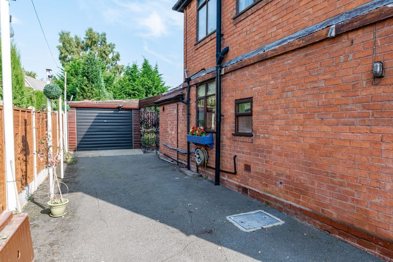 3 bed house for sale in Redditch Road 16