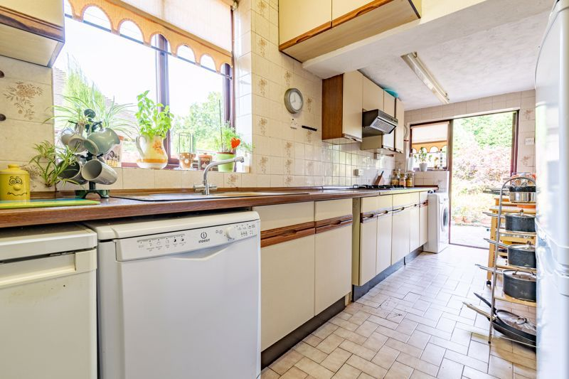 3 bed house for sale in Redditch Road 5