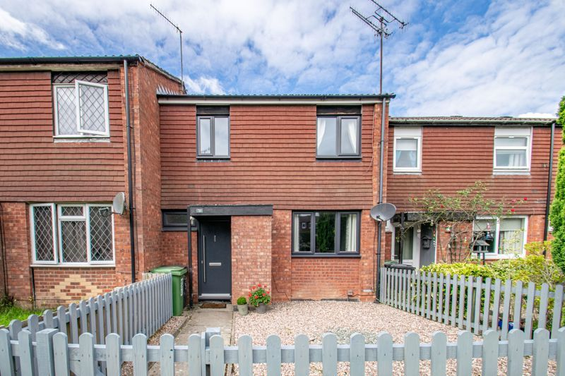 3 bed house for sale in Edgeworth Close 1