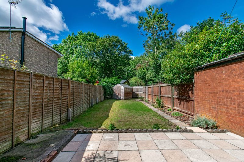 3 bed house for sale in Edgeworth Close 11