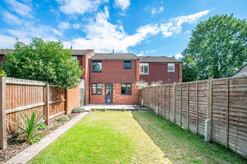 3 bed house for sale in Edgeworth Close 12