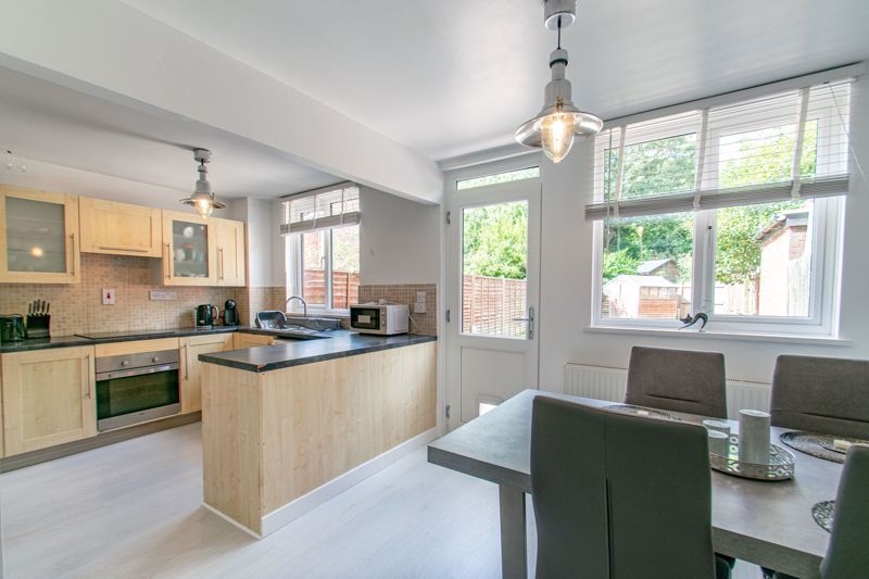 3 bed house for sale in Edgeworth Close 3