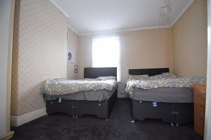 3 bed house to rent in Marsden Road 9