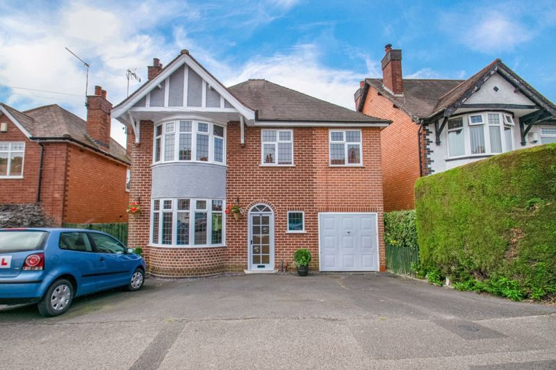 4 bed house for sale in The Meadway 1