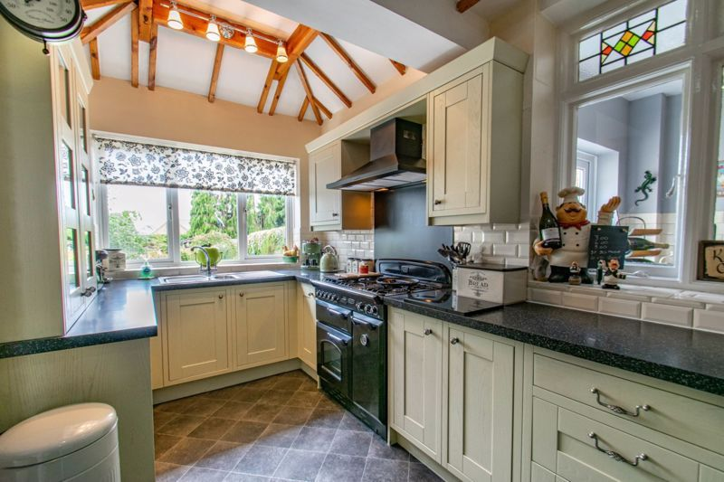 4 bed house for sale in The Meadway 2
