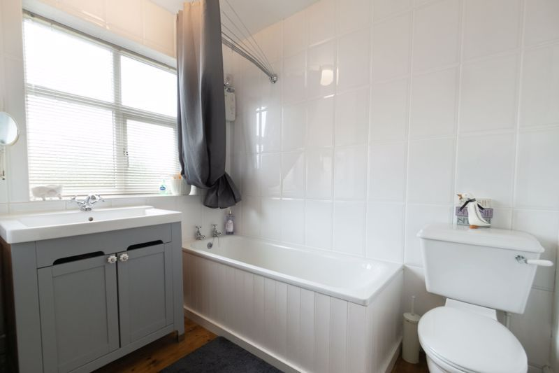 4 bed house for sale in The Meadway  - Property Image 11