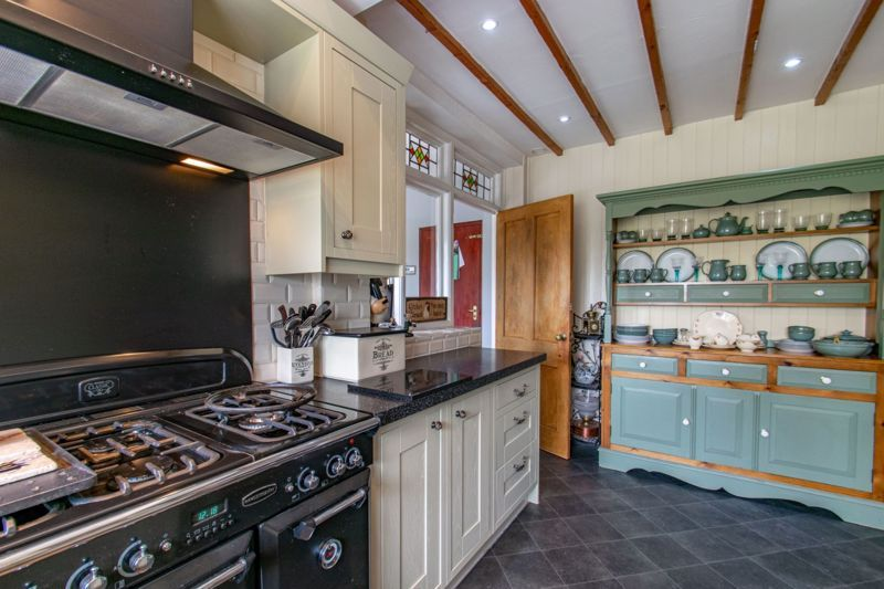 4 bed house for sale in The Meadway 3