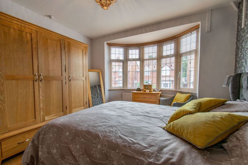 4 bed house for sale in The Meadway 9