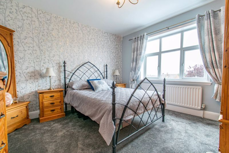 4 bed house for sale in The Meadway  - Property Image 10