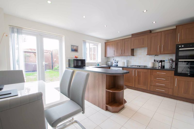 4 bed house for sale in Portway Road 2