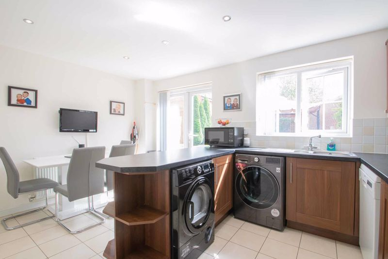 4 bed house for sale in Portway Road  - Property Image 4