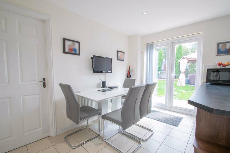 4 bed house for sale in Portway Road 5