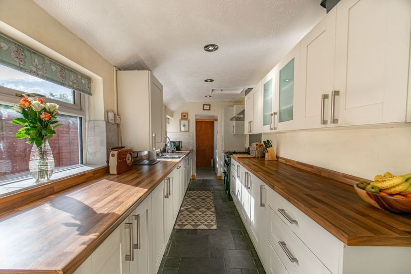 4 bed house for sale in Rectory Road  - Property Image 2