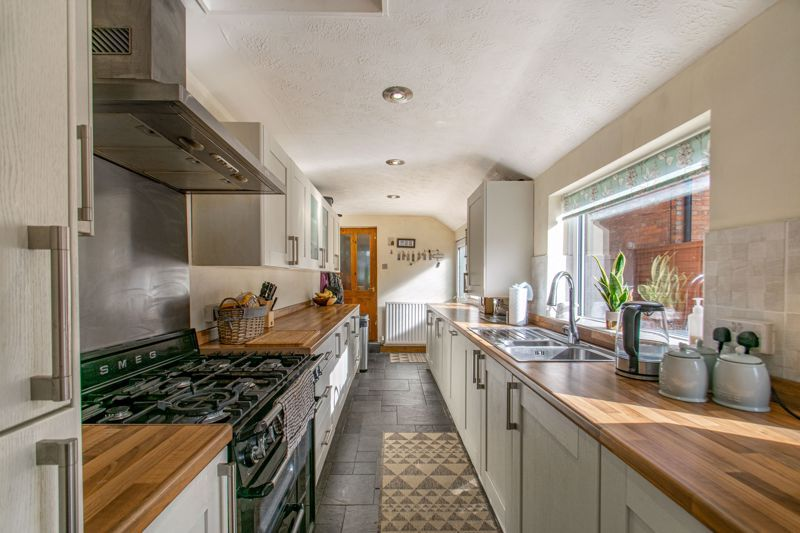 4 bed house for sale in Rectory Road 14
