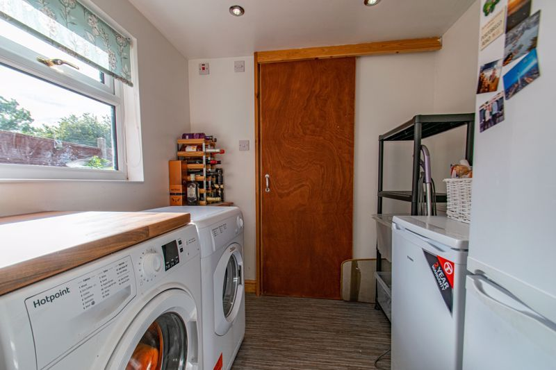 4 bed house for sale in Rectory Road 17