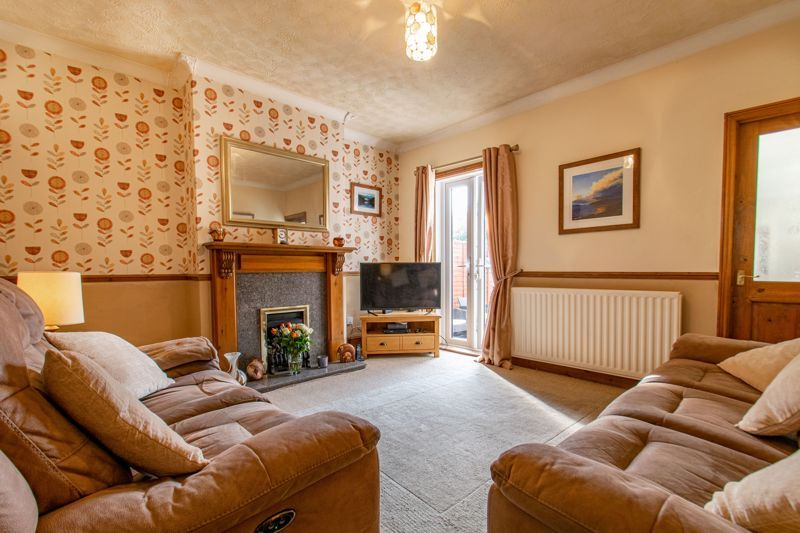 4 bed house for sale in Rectory Road  - Property Image 3