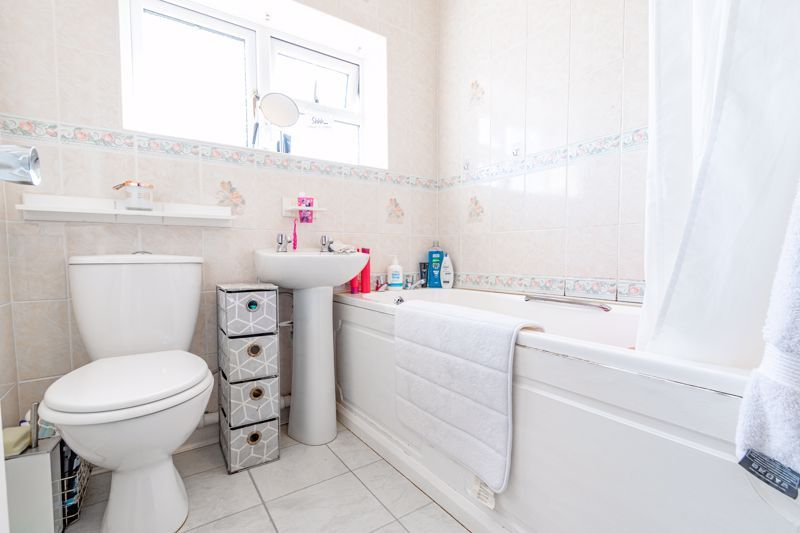 3 bed house for sale in Grove Road  - Property Image 11