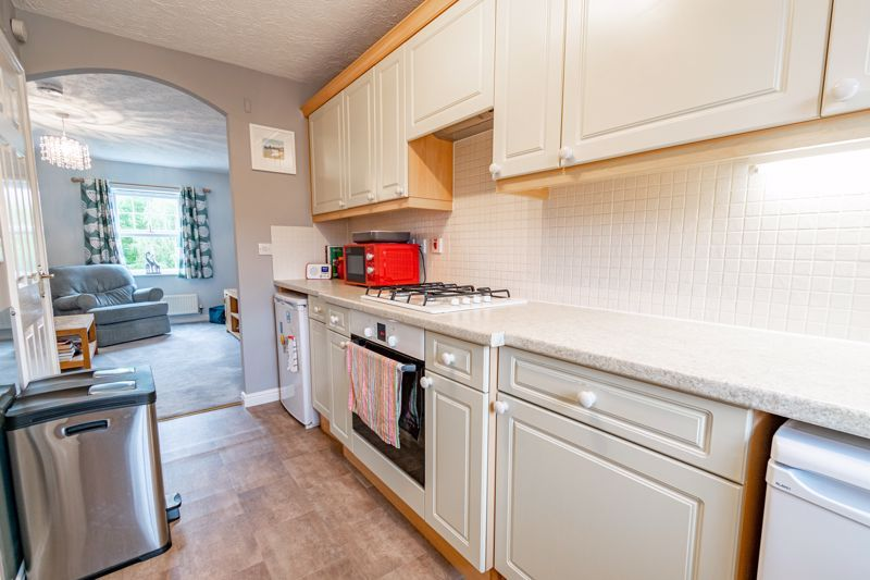 2 bed flat for sale in Newton Square  - Property Image 6