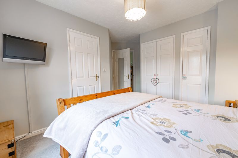 2 bed flat for sale in Newton Square 8