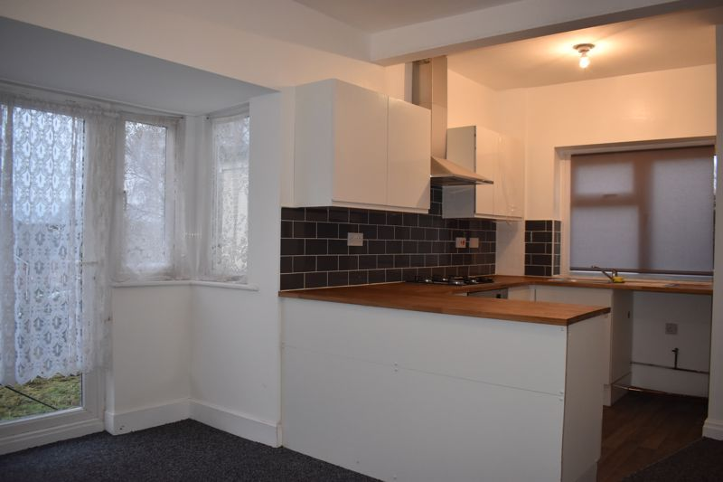 3 bed house to rent in Oakfield Road 3