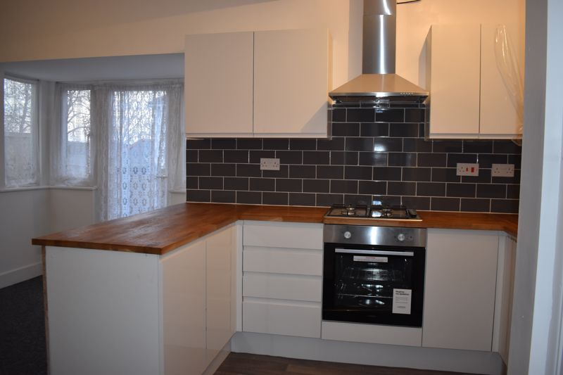 3 bed house to rent in Oakfield Road 4
