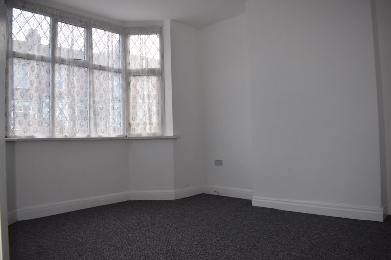 3 bed house to rent in Oakfield Road 5