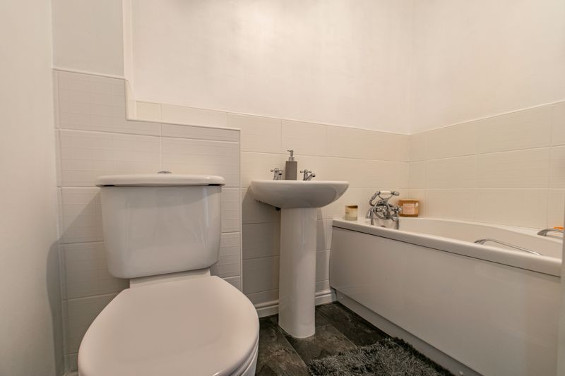 3 bed house for sale in Wheelers Lane 10