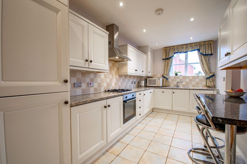 2 bed  for sale in Love Lane  - Property Image 4