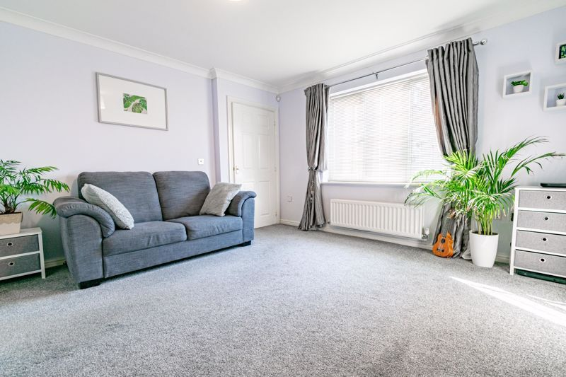 4 bed house for sale in Marlgrove Court 2