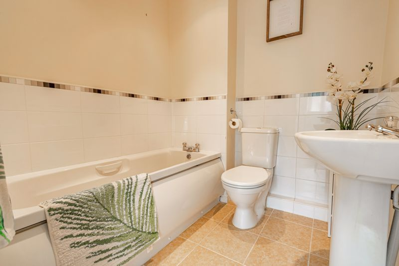 4 bed house for sale in Marlgrove Court 11