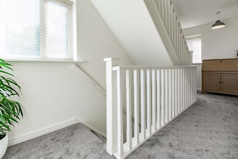 4 bed house for sale in Marlgrove Court 17