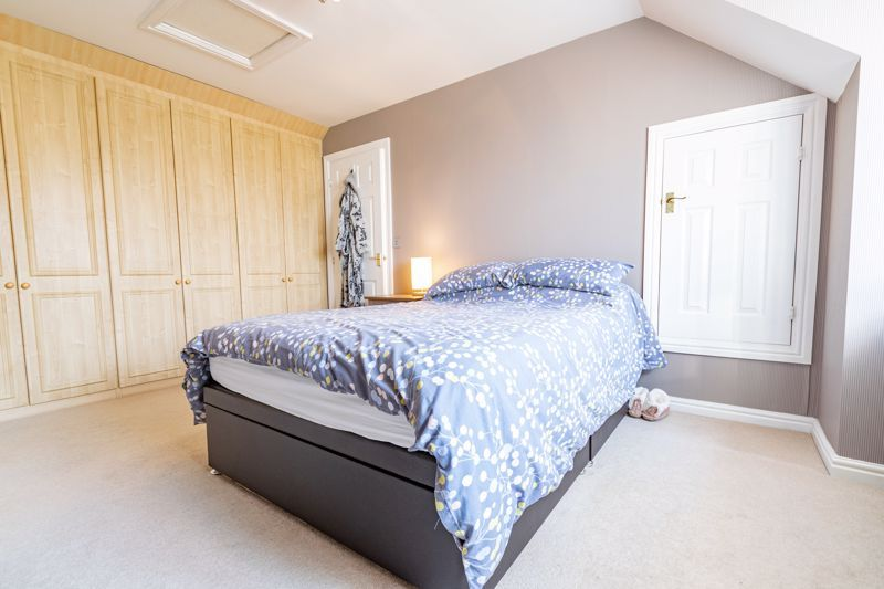 4 bed house for sale in Marlgrove Court 19