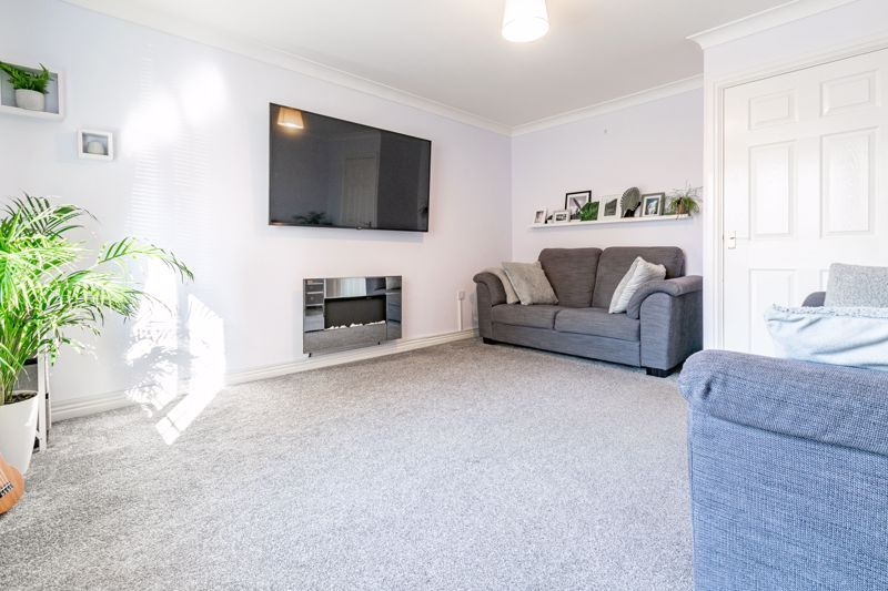 4 bed house for sale in Marlgrove Court  - Property Image 3