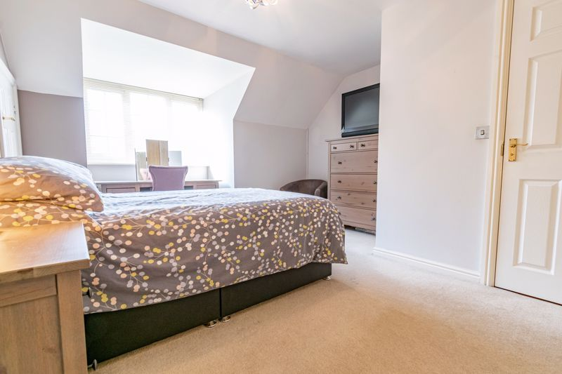 4 bed house for sale in Marlgrove Court 6