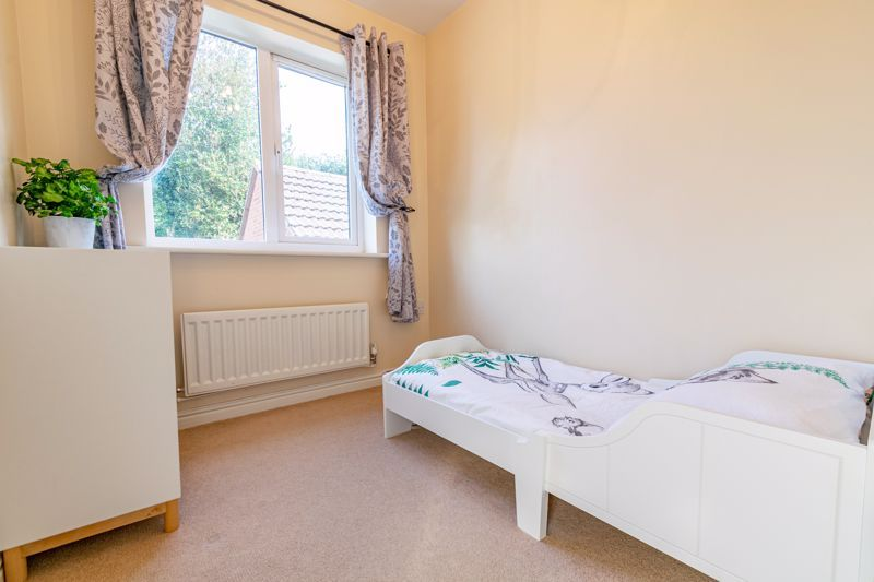 4 bed house for sale in Marlgrove Court 10